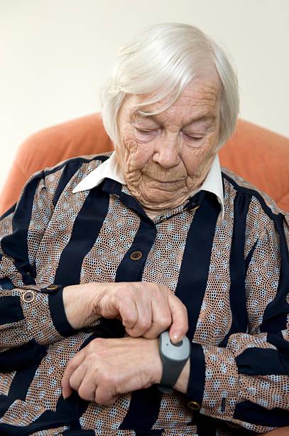 браслет для пожилых