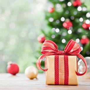 елка и подарок